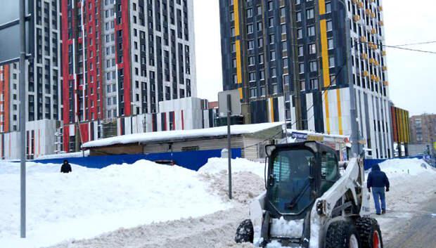 В Подмосковье взяли на особый контроль уборку снега на стройплощадках