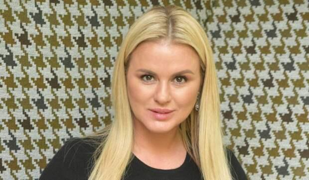 «Наслаждайтесь!»: Семенович в фате и белом платье ответила на вопрос о свадьбе