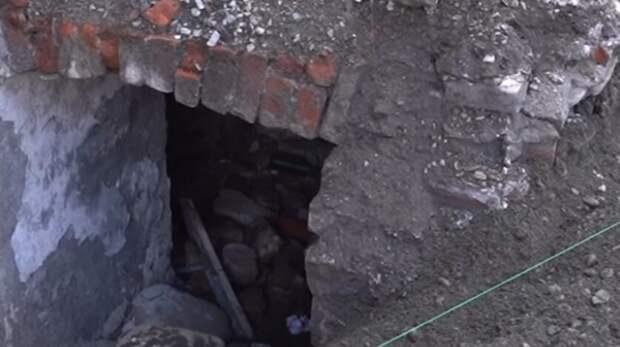 Уникальные окна «люксфер» обнаружили при реконструкции проспекта Мира воВладикавказе