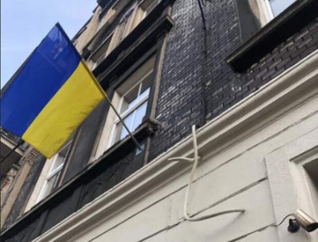 «Идите к русским» – украинские консульства за рубежом отказываются принимать жителей Донбасса