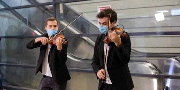 На станции МЦК «Ботанический сад» начали выступать музыканты