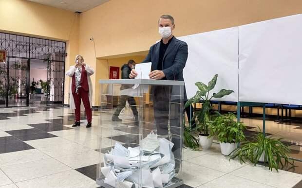 Председатель облдумы Аркадий Фомин проголосовал на выборах в Госдуму