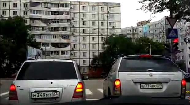 Поворот не туда — встреча «двоечников» на дороге