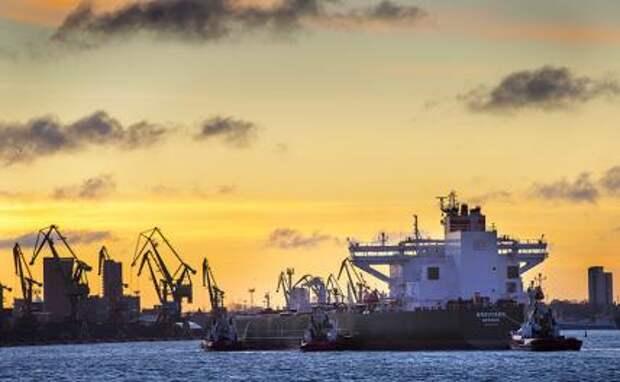 На фото: вид на литовский порт Клайпеда