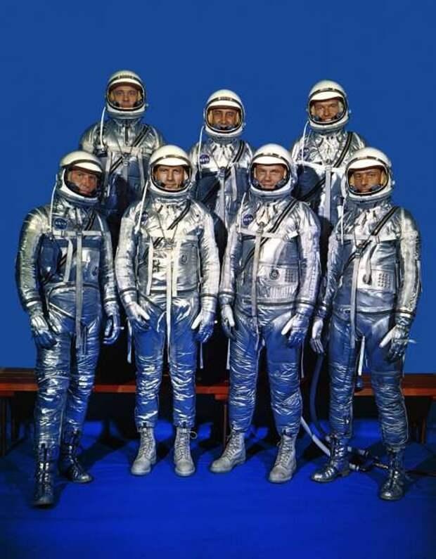Original_7_Astronauts_in_Spacesuits_-_GPN-2000-001293.jpg