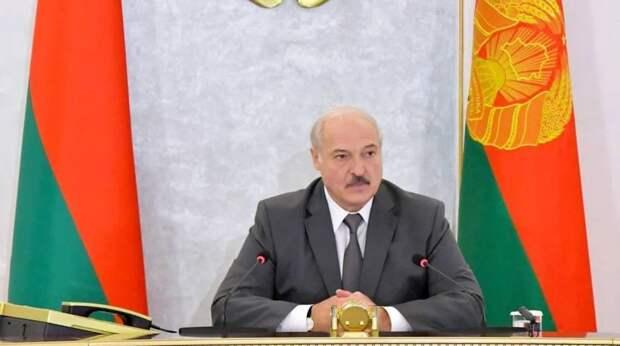 Макрон потребовал от Лукашенко уйти в отставку