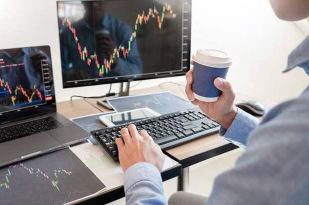 На финансовых рынках торгует всё больше людей. Что они думают о брокерах?