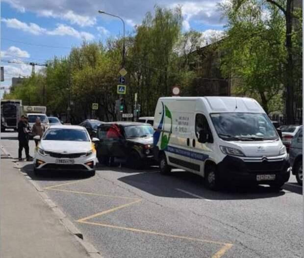 На Ботанической столкнулись три автомобиля