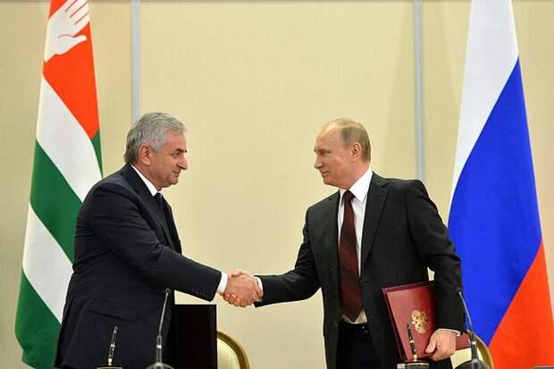 Президент Абхазии ушел в отставку после протестов. 3 главных факта
