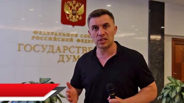 Бондаренко уверен: людям необходимо объединиться и выдвигать свои реальные и конкретные требования – только так можно изменить систему.