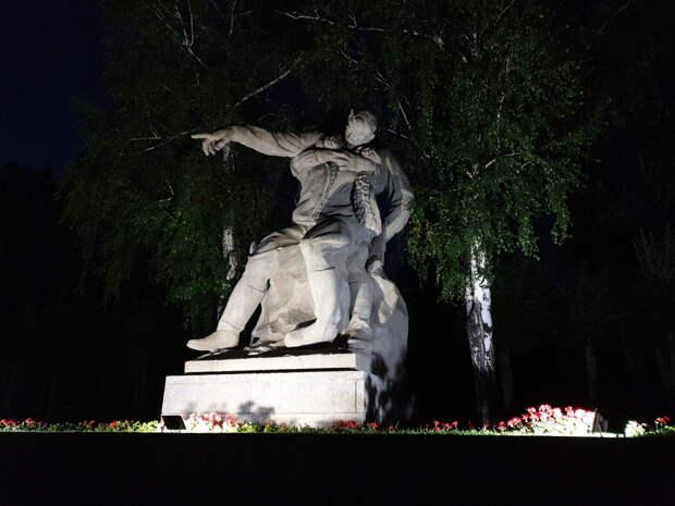 Мамаев курган ночью