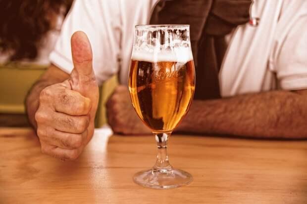 Главный нарколог Москвы объяснил, почему пиво опасно для мужчин