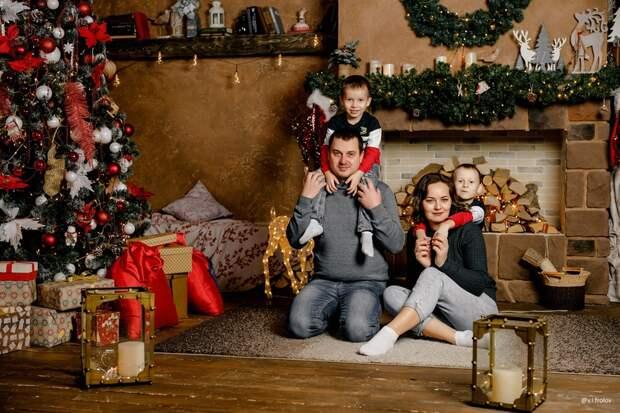 Новогодняя семейная фотосессия в студии