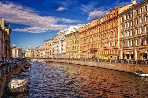 В Санкт-Петербурге продлены ограничения по коронавирусу