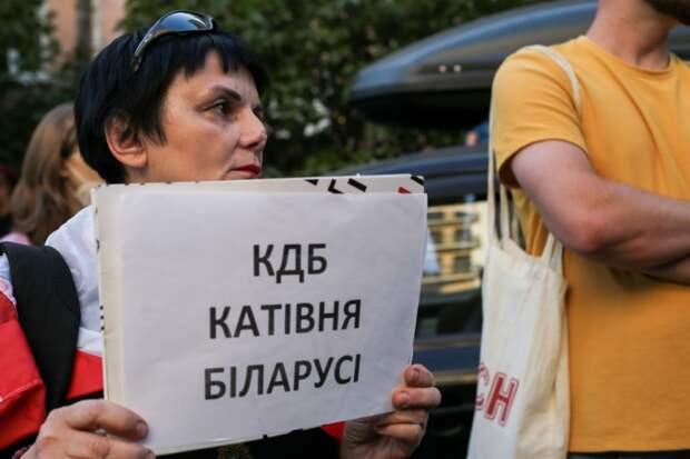 Лукашенко и его женщины. Сменили «х» на «м», а переворот все равно не получается