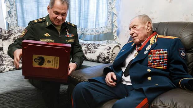 Просил опубликовать после своей смерти: Какую правду о Ельцине и Горбачёве скрывал маршал Язов