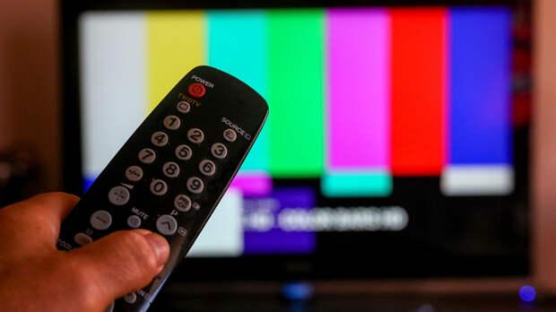 Драка в прямом эфире: политическое ток-шоу на русском ТВ прервали