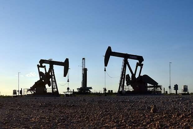 Цена нефти Brent поднялась выше 74 долларов впервые с 2019 года