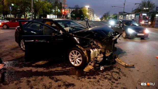 Шесть человек пострадали в результате наезда на пешеходов в Екатеринбурге