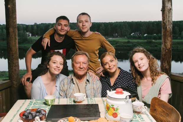 Сергей Бурунов и Монеточка едут на Грушинский фестиваль в комедии «Родные»