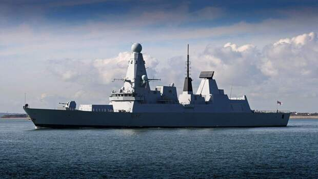 Черноморский флот РФ ведет наблюдение за британским кораблем в Черном море