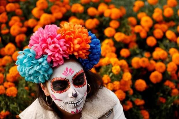 Карнавал ко Дню мёртвых в Мексике: массовое шествие скелетов-Катрин