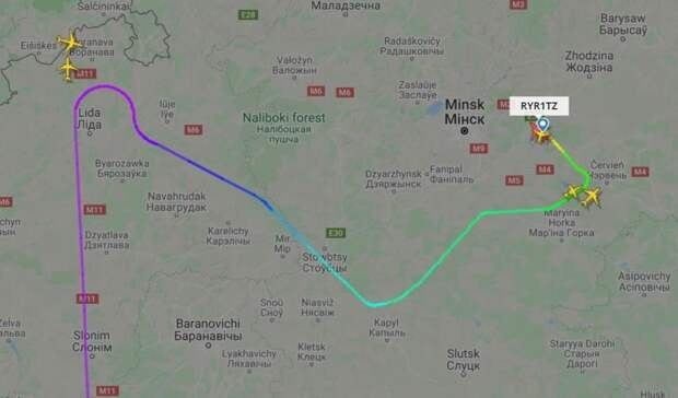 Показали трех людей, которые были на самолете Ryanair, но сошли в Минске