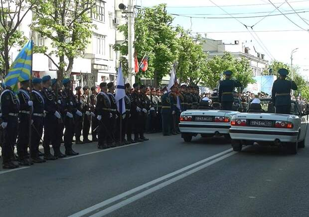 Больше 1000 человек и 70 образцов военной техники: в Симферополе прошла генеральная репетиция Парада Победы