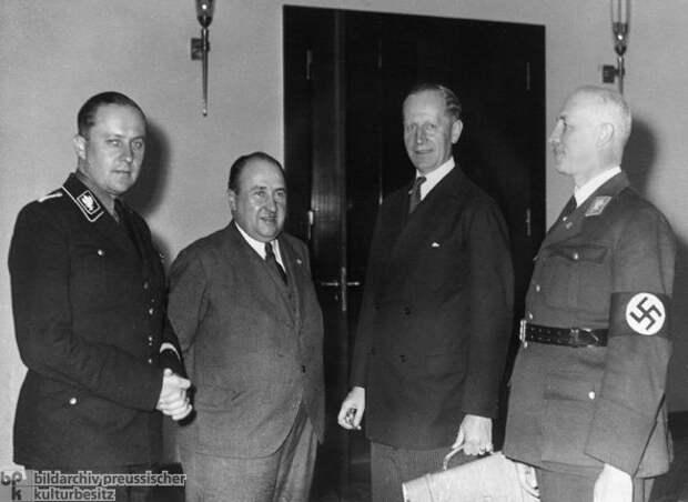 Mitglieder des Kabinetts Hitler.