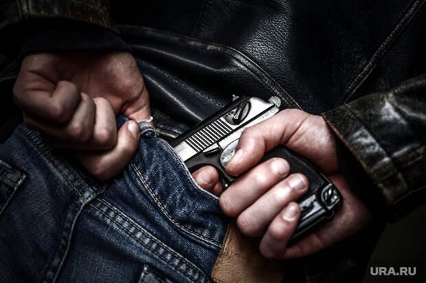 Стрелок, устроивший бойню вказанской школе, захватил заложников
