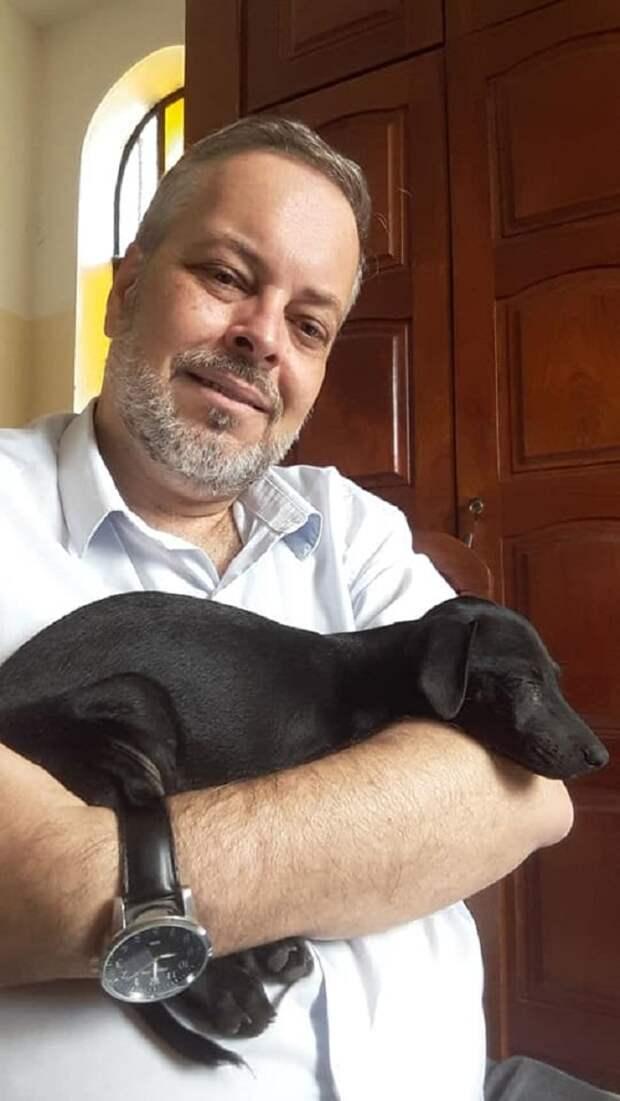 Мужчина и щенок