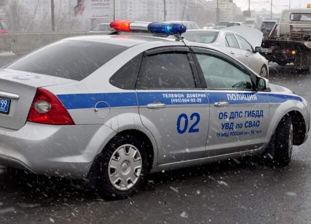 На перекрестке с улицей Всеволода Вишневского столкнулось две легковушки