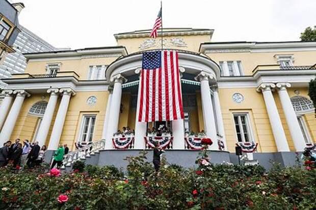 Россиянин на автомобиле прорвал периметр резиденции посла США в Москве