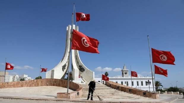 Военные в Тунисе окружили здание парламента