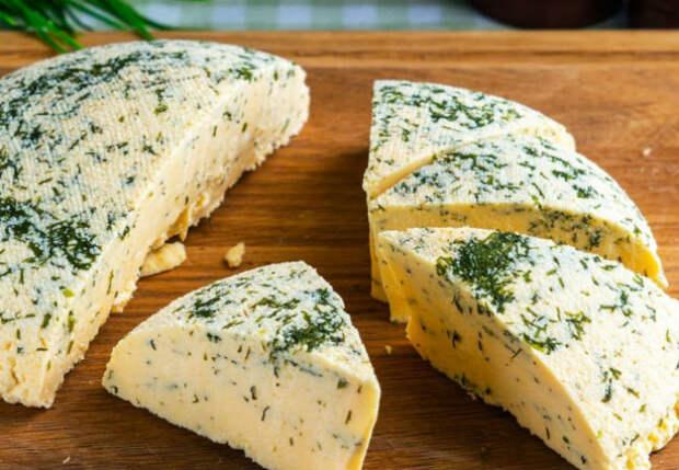 Смешиваем литр молока с литром кефира и через 30 минут домашний сыр готов