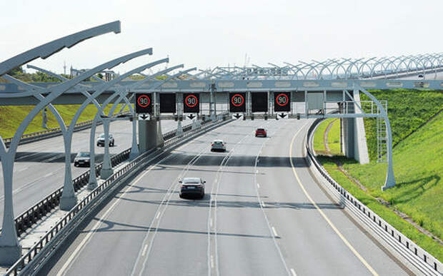 На платных дорогах повысят скорость — ГИБДД «за»!