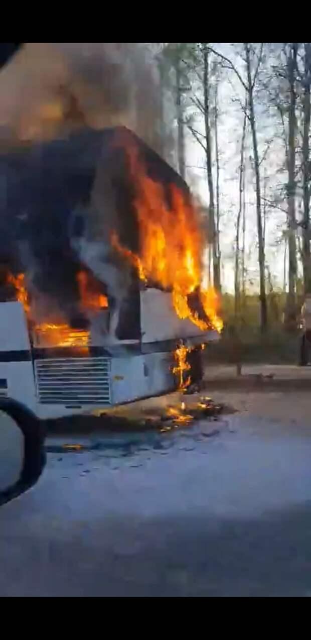 В Завьяловском районе Удмуртии сгорел автобус