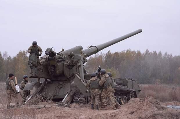 В ЛНР обвинили силовиков в размещении бронетехники в жилом районе села