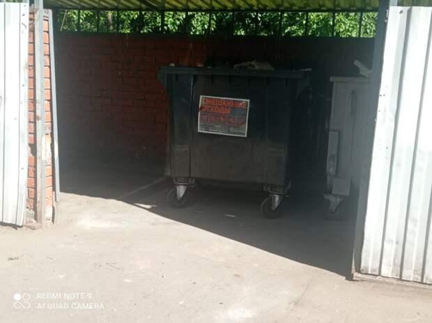 Скопления мусора вывезли с Кронштадтского бульвара