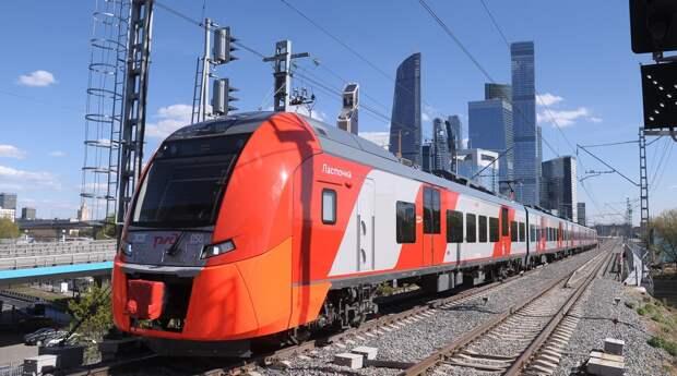 Первые в современной истории метро в Москве женщины-машинисты вышли на линию