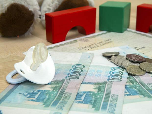 В Минтруде разъяснили новые выплаты семьям с детьми в России: кому положены 10000 и 5650 рублей