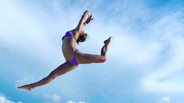 Косторная приехала в отпуск на Кубу и выложила фото с пляжа в купальнике в необычном ракурсе