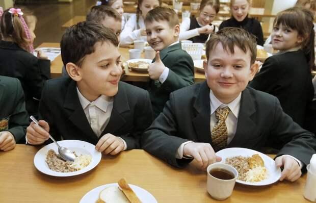 22 млрд рублей выделят к началу учебного года на горячие обеды для младших школьников