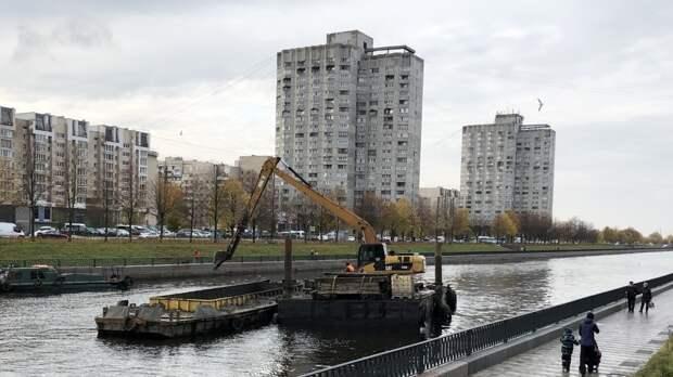 Спасатели извлекли тело погибшего из реки Смоленки в Петербурге