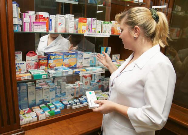 """Принимайте арбидол и сидите дома"": Фармацевтов оптимизировали, а тут эпидемия"
