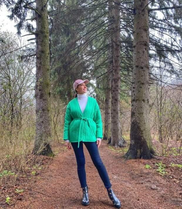 Екатерина Осадчая скрыла беременный живот под пальто