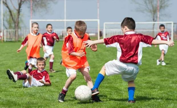 В школах России появятся уроки футбола