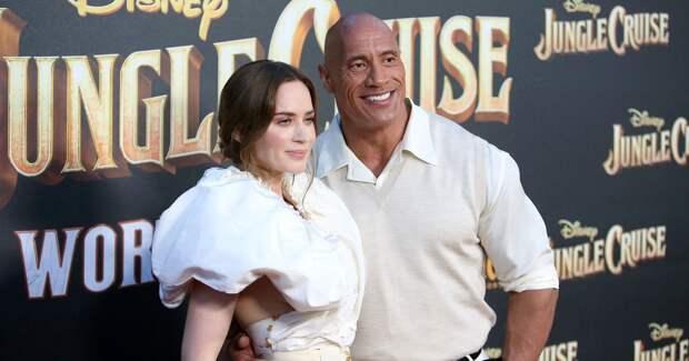Дуэйн Джонсон иЭмили Блант представили фильм в«Диснейленде»