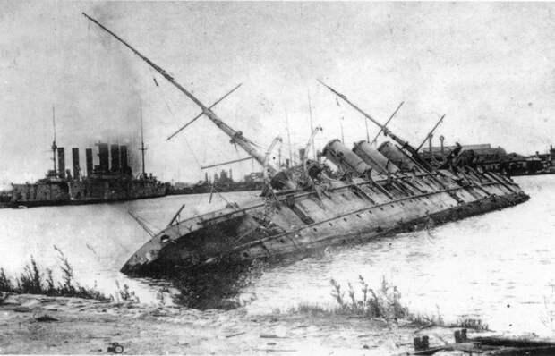 Затонувшая база подлодок «Память Азова» в кронштадтской гавани