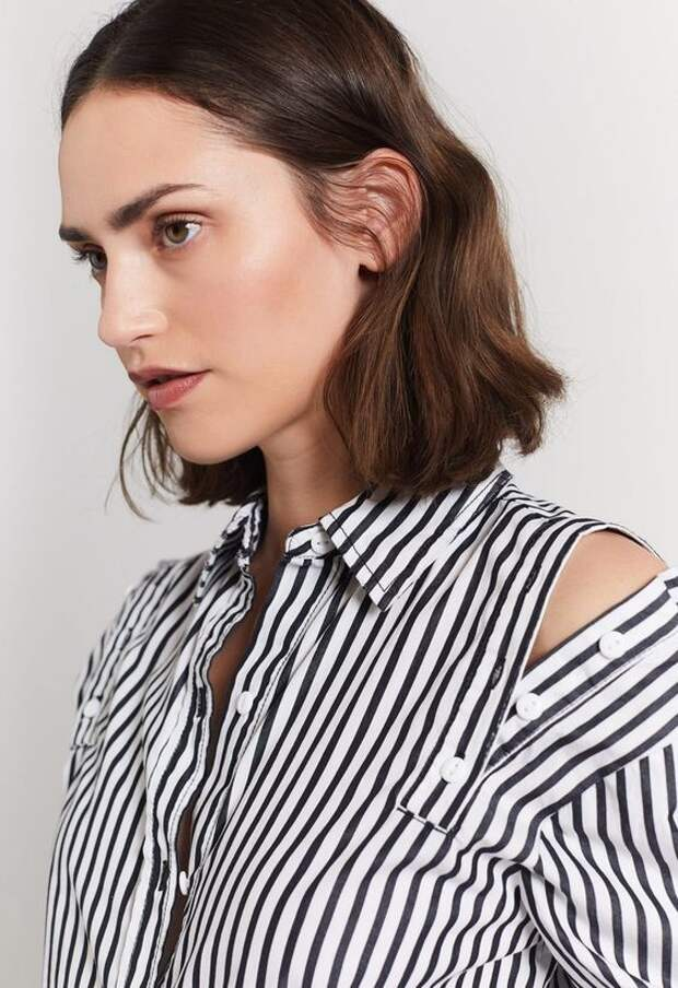 Застёжка блузки на плечах